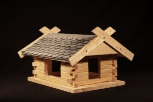 Vogelhaus selber bauen, großes Vogelfutterhaus Platz 2