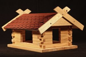 Vogelhaus selber bauen, großes Futterhaus rot, Platz 3